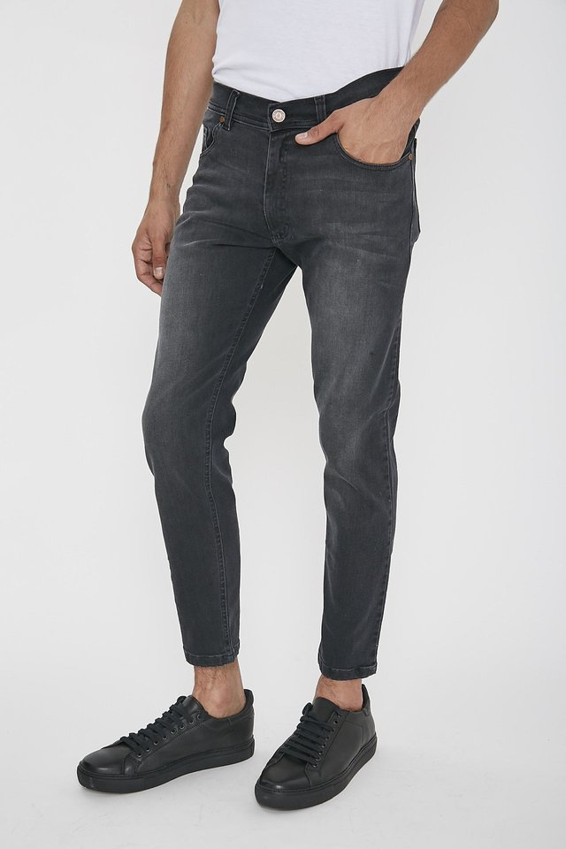 JEAN SLIM FIT BLACK ON en internet