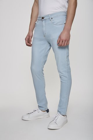 JEAN SLIM FIT SKY BLUE en internet