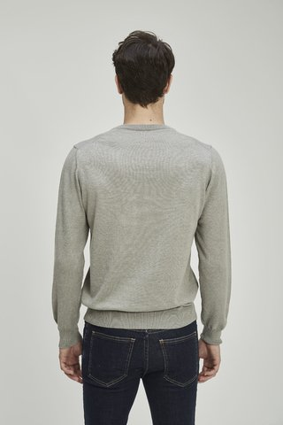 SWEATER BASIC V en internet