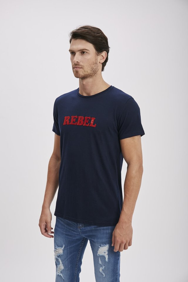 REMERA ESTAMPA REBEL - comprar online