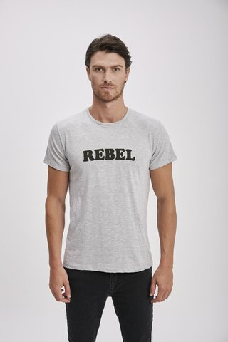 REMERA ESTAMPA REBEL - Airborn