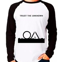 Camiseta Série The Oa Trust The Unknown Raglan Manga Longa