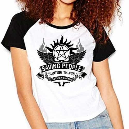 Camiseta Supernatural Spn Saving People V02 Raglan Babylook