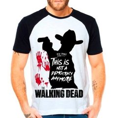 Camiseta Raglan Twd The Walking Dead Is Not A Democracy