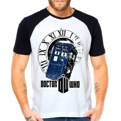 Camiseta Doctor Who Police Box Série Raglan Manga Curta