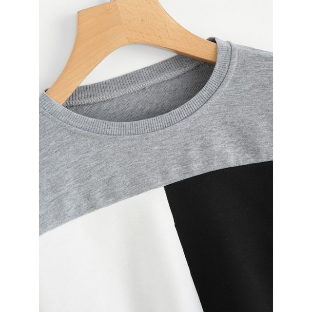 Buzo crop top gris diseño black and white en internet