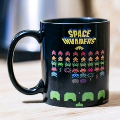 TAZA MÁGICA SPACE INVADERS - Regalos Distintos / Regalos Originales / Regalos