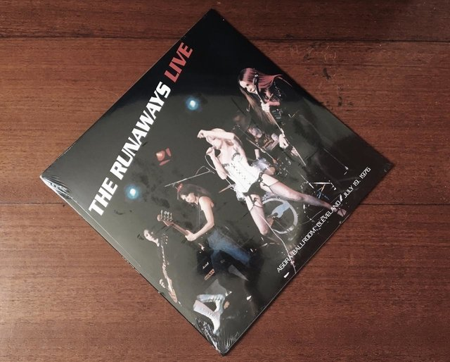 The Runaways ‎ - Live (Agorà Ballroom, Cleveland - July 19, 1976) LP
