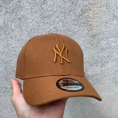 BONÉS / NEW ERA