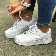 NIKE AIR FORCE 1 na internet