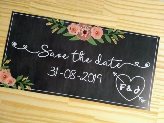 Plaquinha Save the Date com iniciais do casal - comprar online