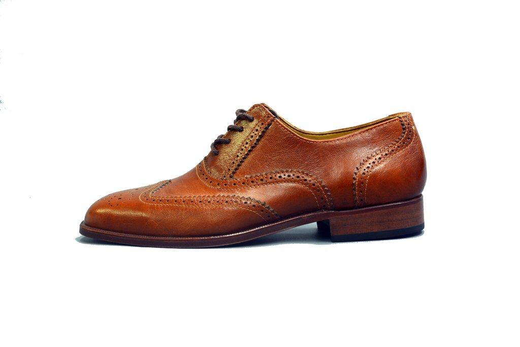 9821c9d09e44e Zapato de cuero artesanal picado interior forrado con suela de madera y taco  de goma