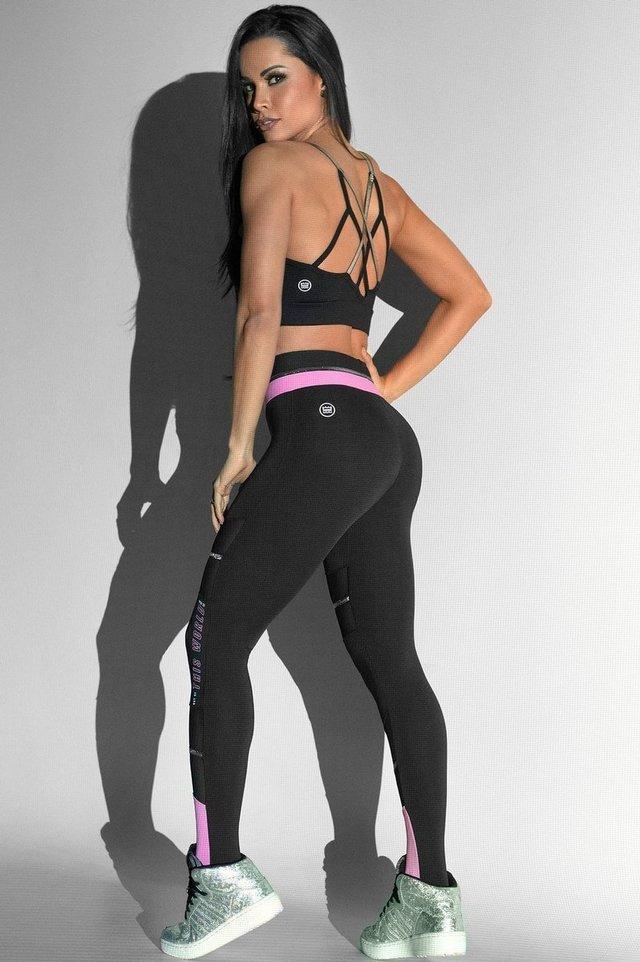 b50f4f0e33 Calça Legging Hipkini Glow High. Cores preta e rosa com tule e faixas  prateadas.