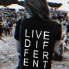 Camiseta Live Different