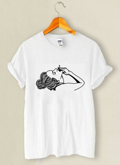 Camiseta Girl Smoking - comprar online