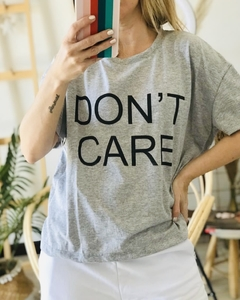Remera Don't Care Gris