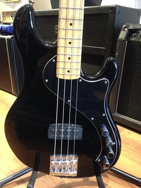 Baixo Squier Deluxe Dimension Bass Black