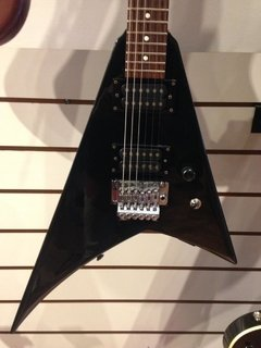 Guitarra Jackson Flying V na internet