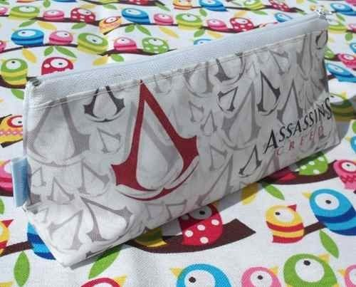 Cartuchera Triangular De Assassin's Creed