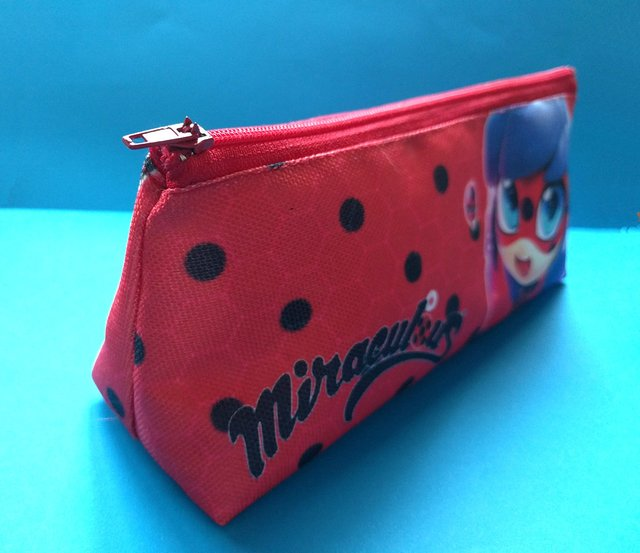 Cartuchera Triangular De Miraculous Ladybug - Fandomo