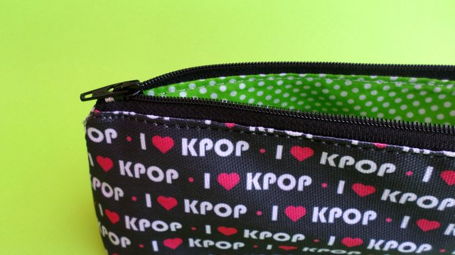 Cartuchera Triangular De I Love K-pop en internet