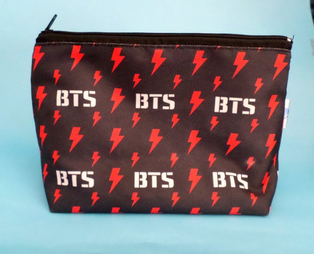 Cartuchera Triangular De K-pop - Bts - Fandomo