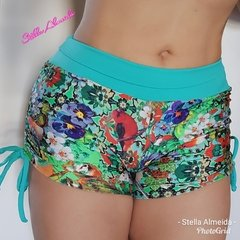 Short plush up franzido no bumbum flowers - Stella Almeida