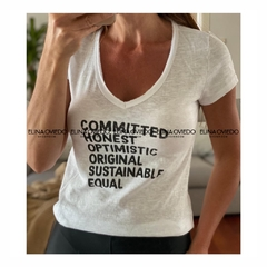 REMERA COMMITTED (24052) en internet