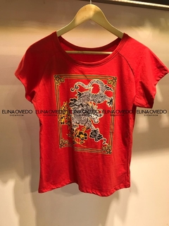 REMERA DRAGON (23002B) - ELINA OVIEDO SHOWROOM