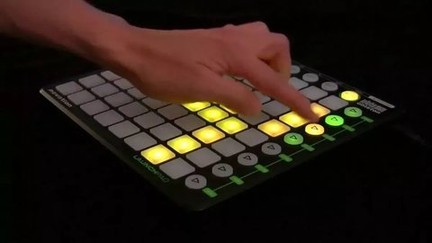 Controlador Midi Usb Launchpad Mini Mk2 Novation - Depot