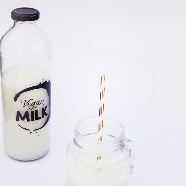 KIT SIMPLE Botella Vegan Milk + Embudo + Cepillo - Tienda Hola Vegan