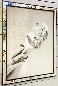 Cuadro Chanel Perfume And Hand B W 66 X 56 CM