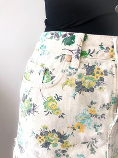 Mini Saia Jeans Off white Floral Destroyed Bobstore na internet