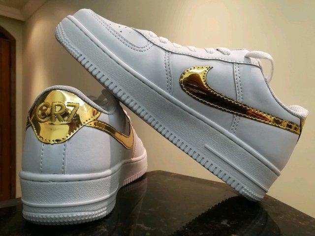 64d03df0002 ... Tênis Nike Air Force 1 Branco e Dourado CR7-Edition - CM SPORTS SHOP ...