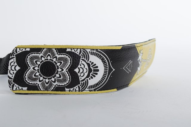 Ukulele belt on internet