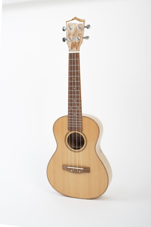 Solid Spruce wood Ukulele Concert on internet