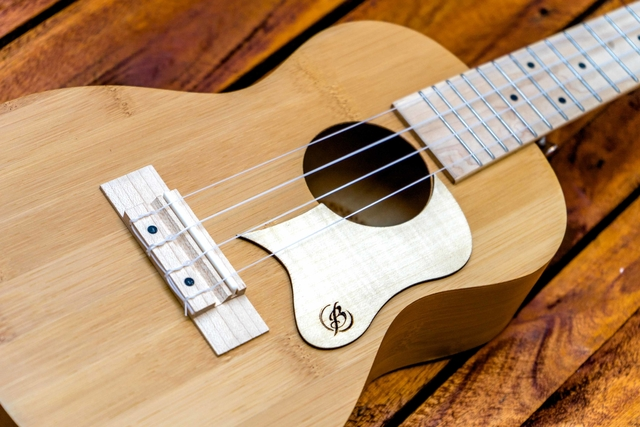 Pickguard Maple Ukelele na internet