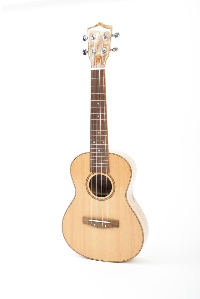 Ukelele Solid Spruce Concierto con Equalizador Fishman (BU-23 MP) en internet
