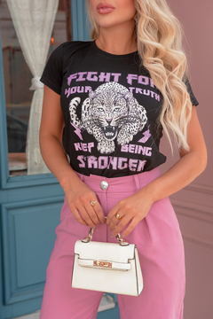 T-SHIRT FIGHT STRONGER PRETO - comprar online