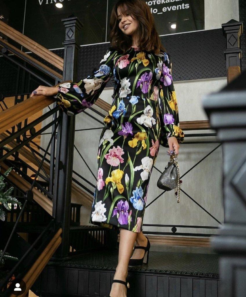 f3e7a61b9 Vestido Dolce Gabbana toque de seda tecido Original