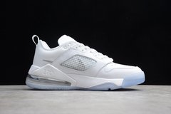 Jordan Mars 270 Low Triple White na internet