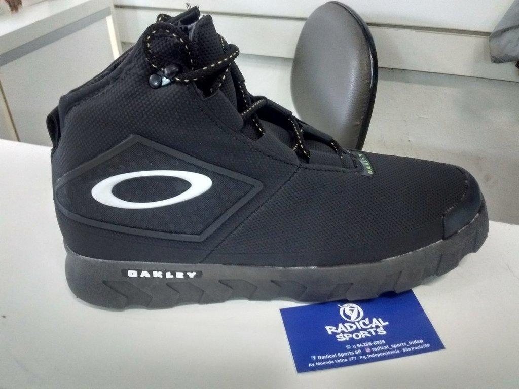 55b7f49c66964 Bota Oakley Assalt M1 Preta ou Camuflada Impermeável