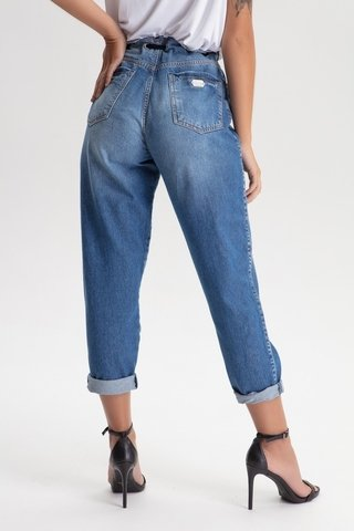 Calça Jeans mom na internet