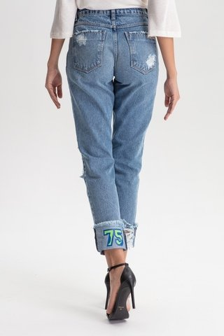 Calça Jeans mom Estampada na internet