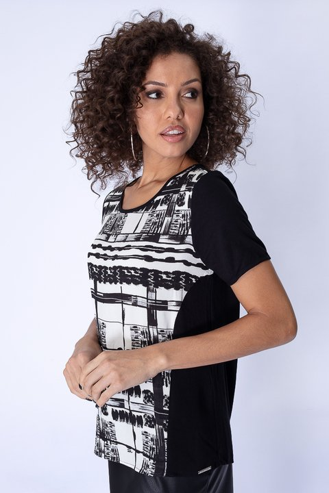 Camiseta Estampa Frontal p&b Square