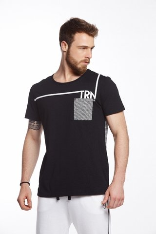 Camiseta Listrada Estampada com Bolso ee41e8f362c5d