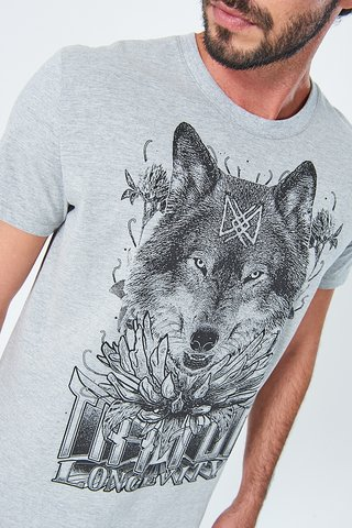 Camiseta Estampa Lobo na internet