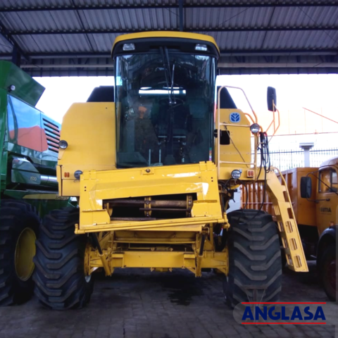 COLHEITADEIRA NEW HOLLAND TC57 ANO 2003