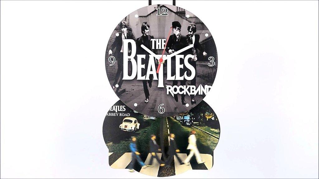 9b6317747bc Relógio com base e pêndulo Beatles
