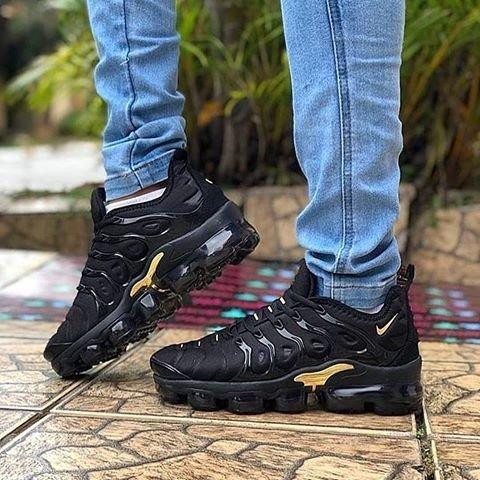 outlet store 2cd5e 799fc Tênis Nike Vapormax Tn Plus - Preto com dourado